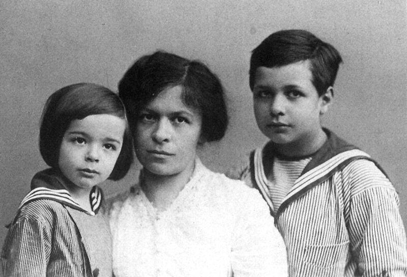 mileva with her kids