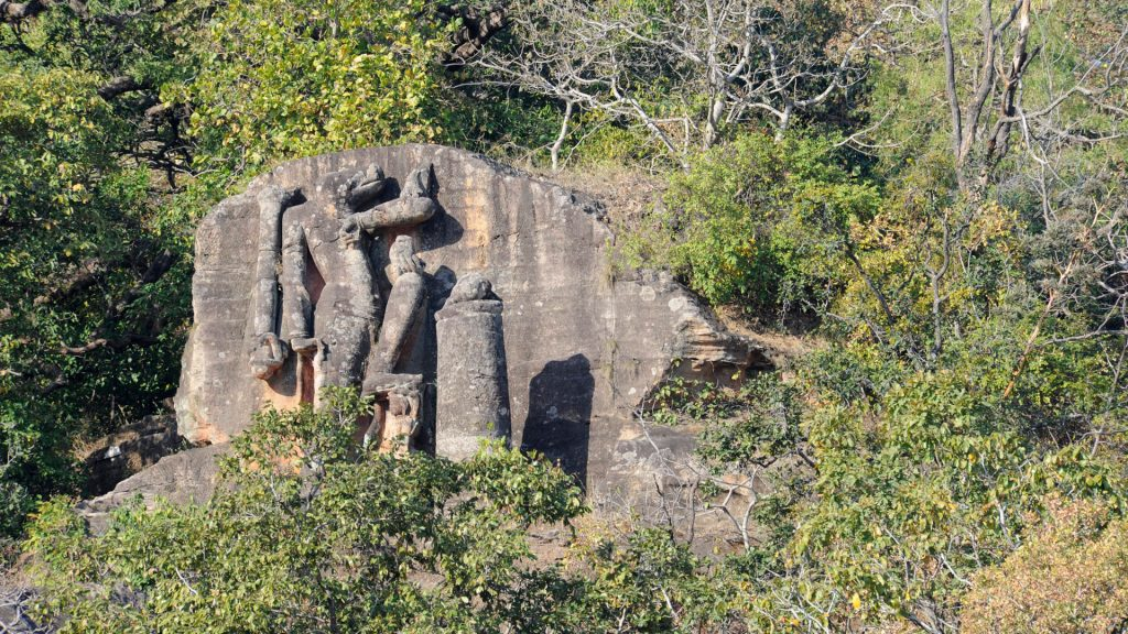 Tala and the historical Bandhavgarh Fort