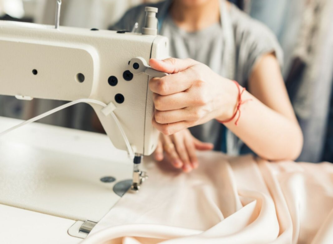 Buy A Sewing Machine To Make Your Work Easy